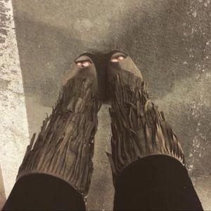 Fringe heels 👢 in taupe